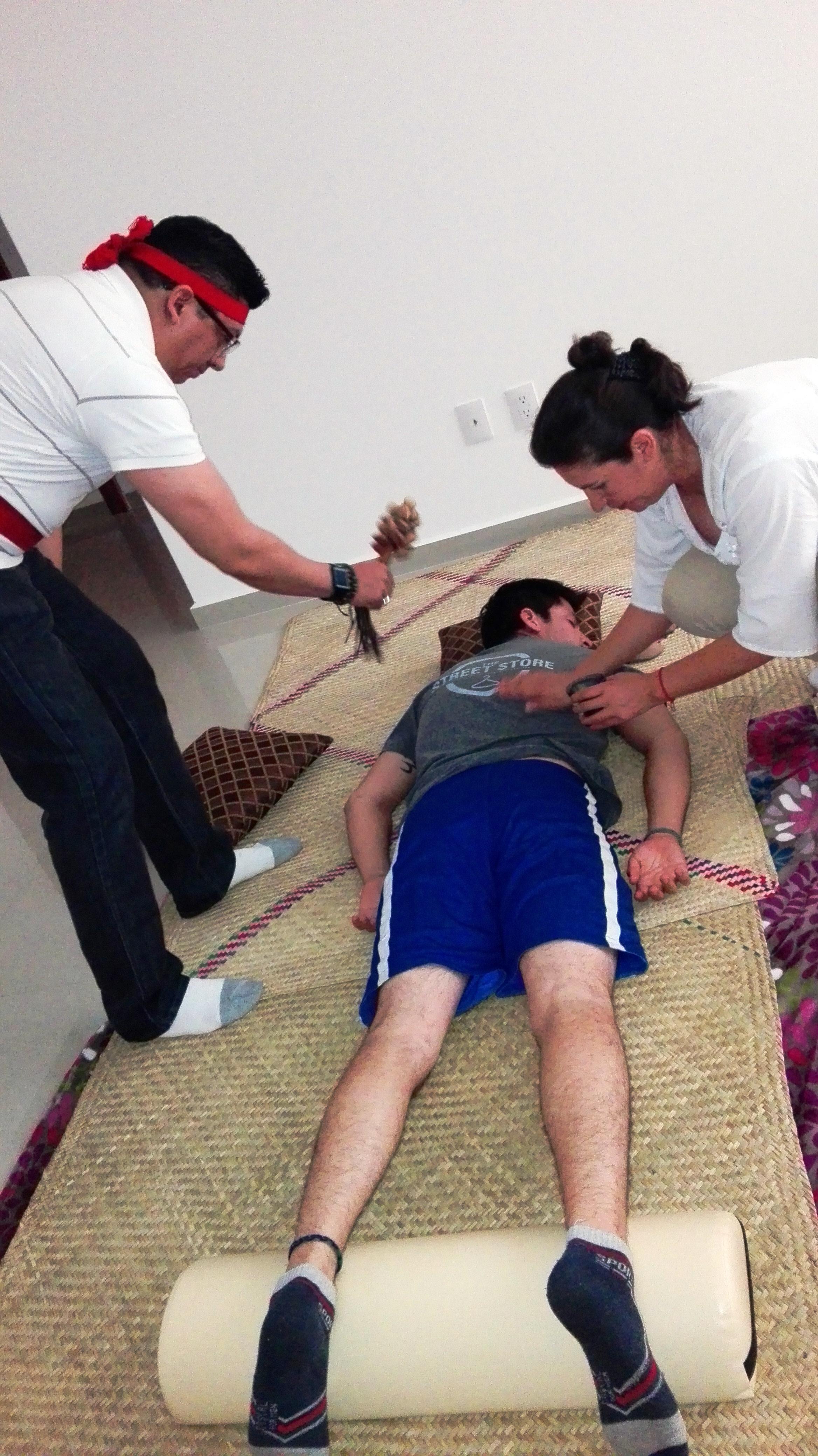 El masaje en la cara correcto de las arrugas del vídeo